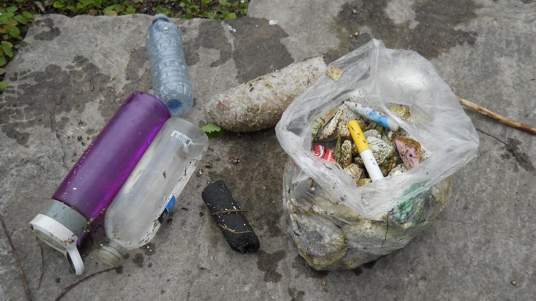 029- trash bag wide
